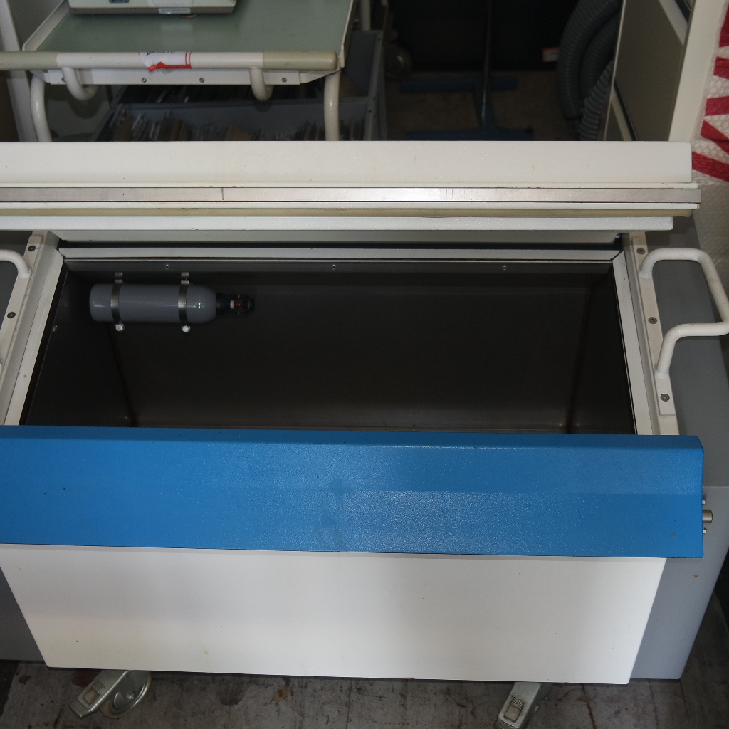 Used safety storage cabinet on wheels from PSI. For storage of flammable substances/chemicals. Lockable with a stainless steel inner box. Price € 250