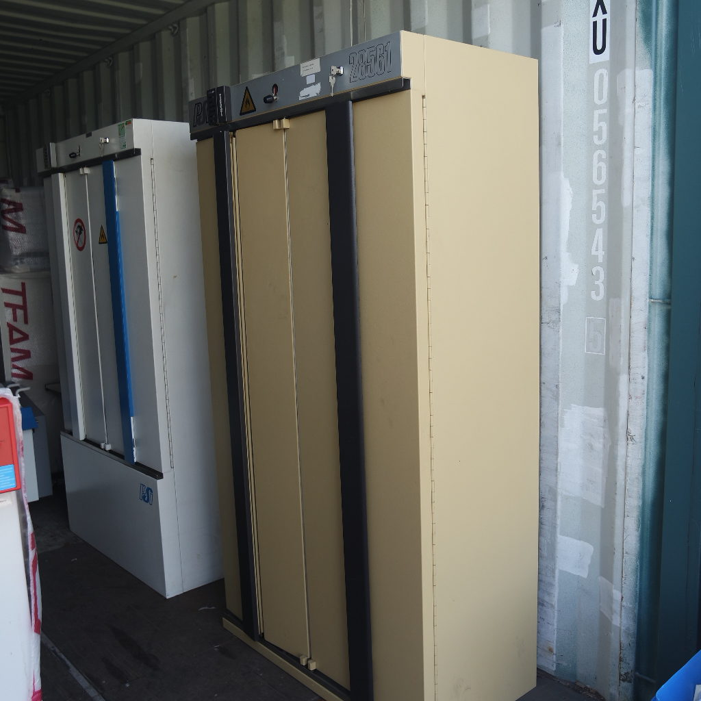 Large used safety storage cabinet from PSI, type 28561 with double doors, lock and 3 shelves. For storage of flammable substances/chemicals. Price € 750