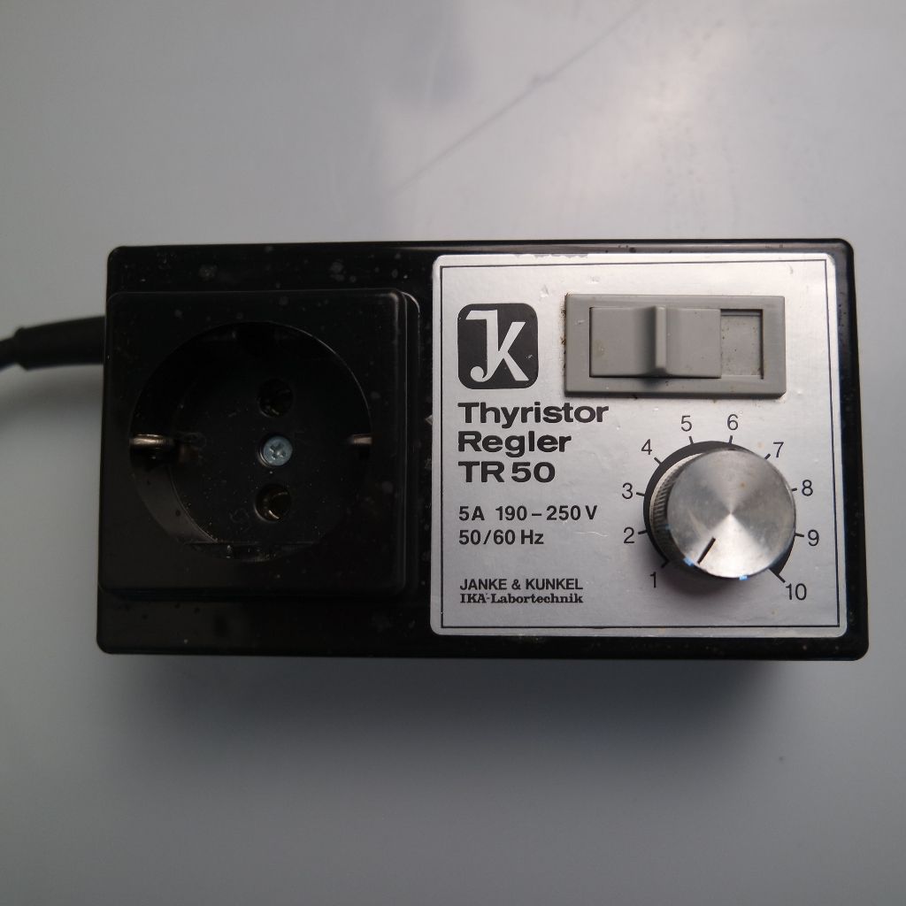Our offered used frequency controller, IKA Thyristor Regler TR50 is applicable to situations in which frequencies must be varied. In excellent state.