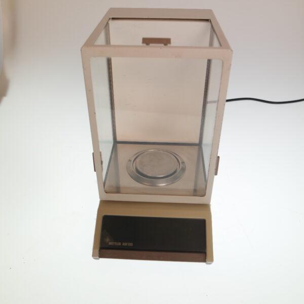 Used Mettler digital analytical balance model AM100