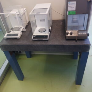 Tweedehands laboratorium weegtafel