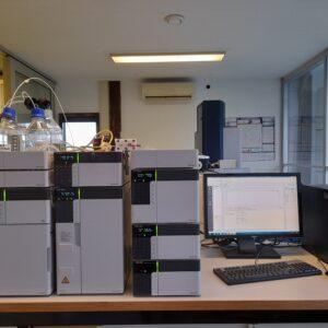 1389 - Tweedehands Shimadzu Prominence HPLC systeem met UV/VIS en fluorescentie detector