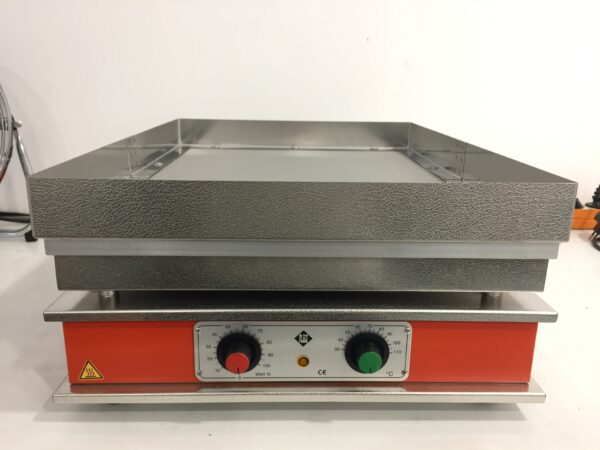 Used Harry Gestigkeit ST91 sand bath with temperature control