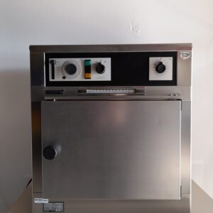 1470 - Used Memmert heating and drying oven U10
