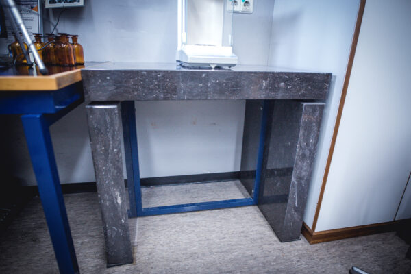 Used laboratory weighing table granite